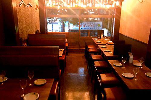 【テーブル席】2階は広々30席。